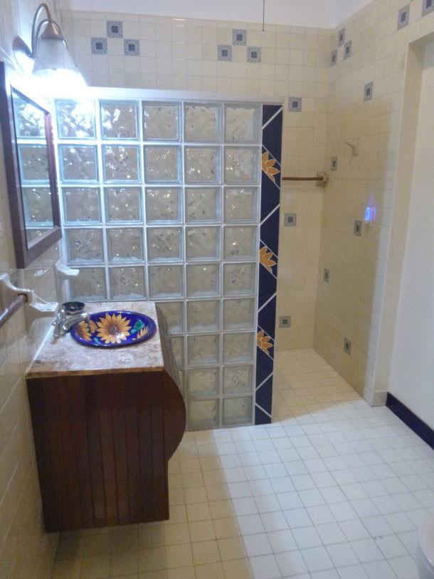 Image of Queen Room bathroom